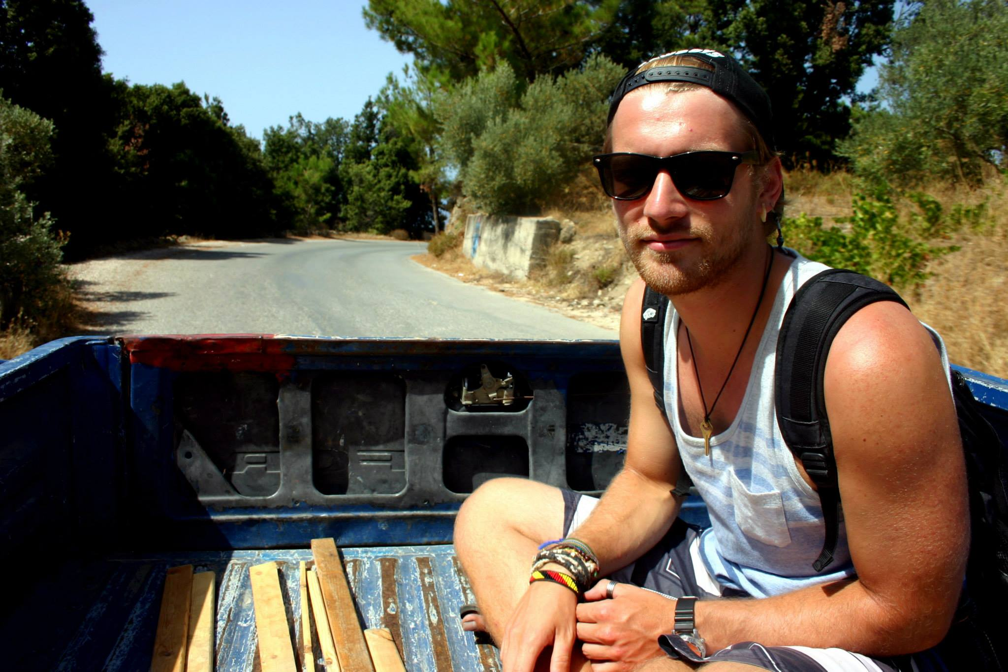 hitchhike pickup truck side 1