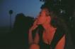 Άναψε το τσιγάρο Δως μου φωτιά Έχω μεγάλο ντέρτι μες την καρδιά..